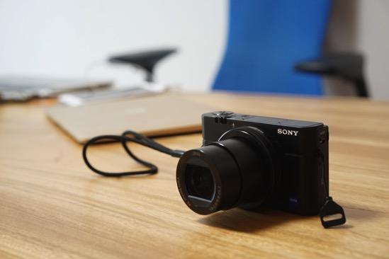 デジタル一眼(ミラーレス)orコンデジ? カメラ初心者がSony α7とRX100M3を比較