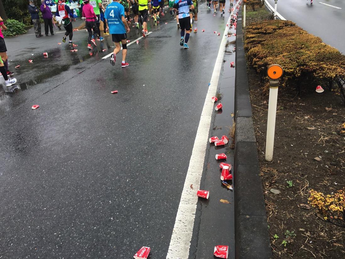 マラソン・トライアスロン入門「ゴミはゴミ箱へ!」。ゴミ捨てのタイムロスもレースのうち