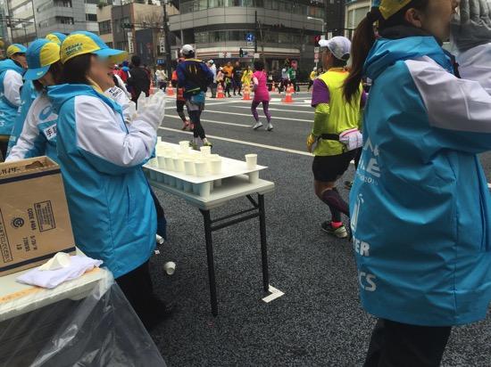 「ゴミを捨てない」「お礼をいう」「ハイタッチする」。感謝を示すためのトライアスロン・マラソンでのマイルール