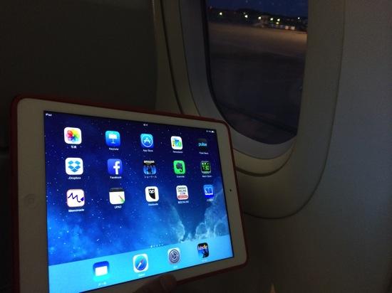 離着陸時にもPC、iPhone、iPad、スマホが使える?ー9月1日からの機内ルール変更ー
